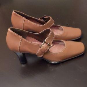 Aerosoles Leather Mary Jane Style Heels  Size 8B